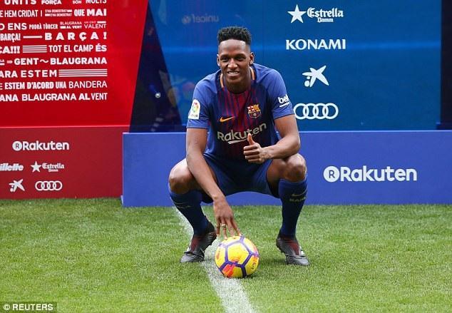 """Màn ra mắt """"khó hiểu"""" của tân binh Barcelona - 4"""