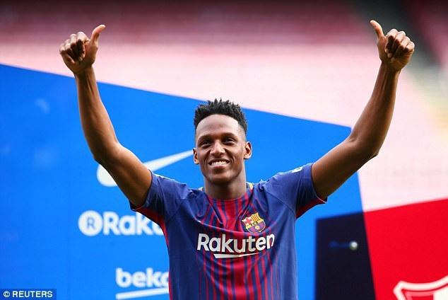 """Màn ra mắt """"khó hiểu"""" của tân binh Barcelona - 5"""