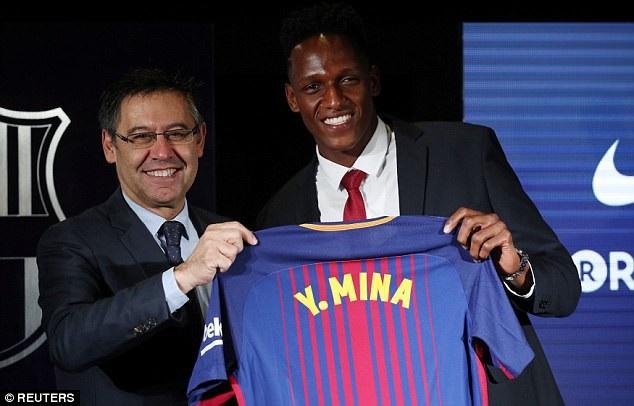"""Màn ra mắt """"khó hiểu"""" của tân binh Barcelona - 2"""