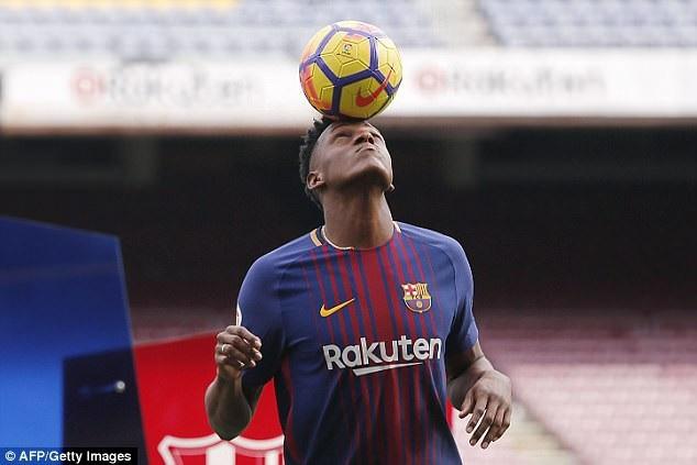 """Màn ra mắt """"khó hiểu"""" của tân binh Barcelona - 7"""
