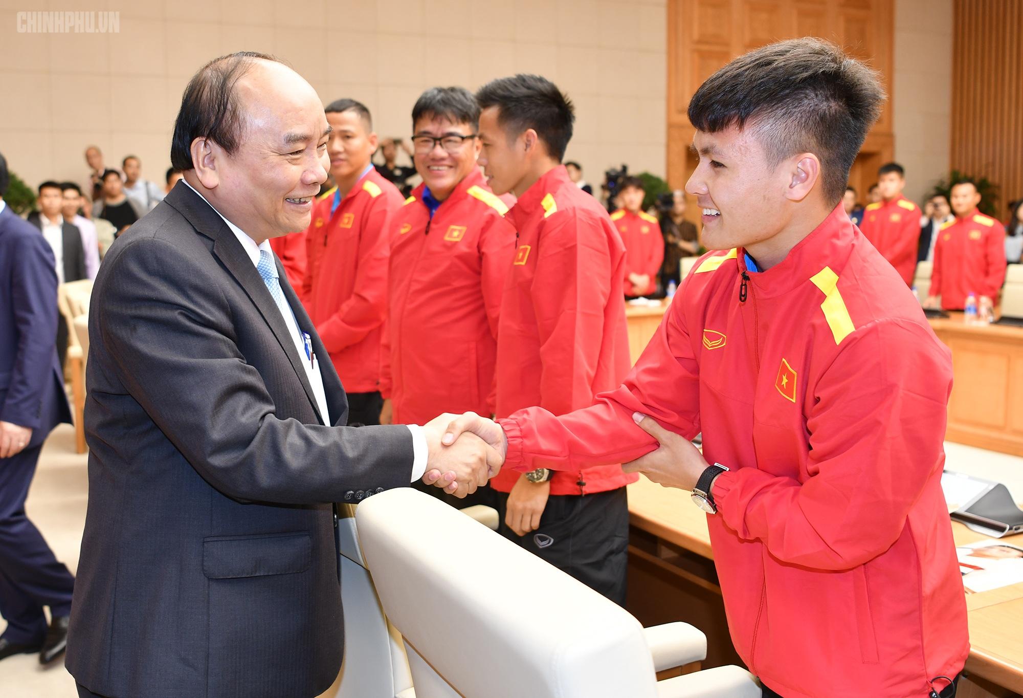 Thủ tướng điện thoại cho HLV Park Hang-seo động viên các tuyển thủ Việt Nam