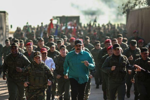 Mỹ tiếp cận, kêu gọi binh sĩ Venezuela đào ngũ