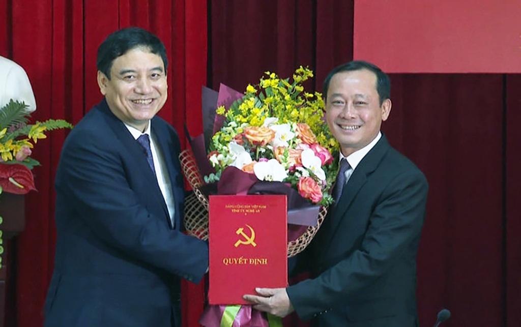 Trưởng Ban Nội chính Tỉnh ủy giữ chức Bí thư Thành ủy Vinh