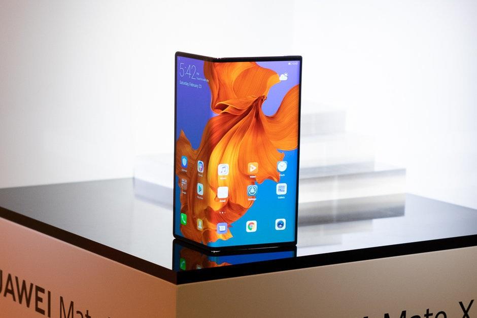 Có nên mua smartphone màn hình gập trong năm 2019?