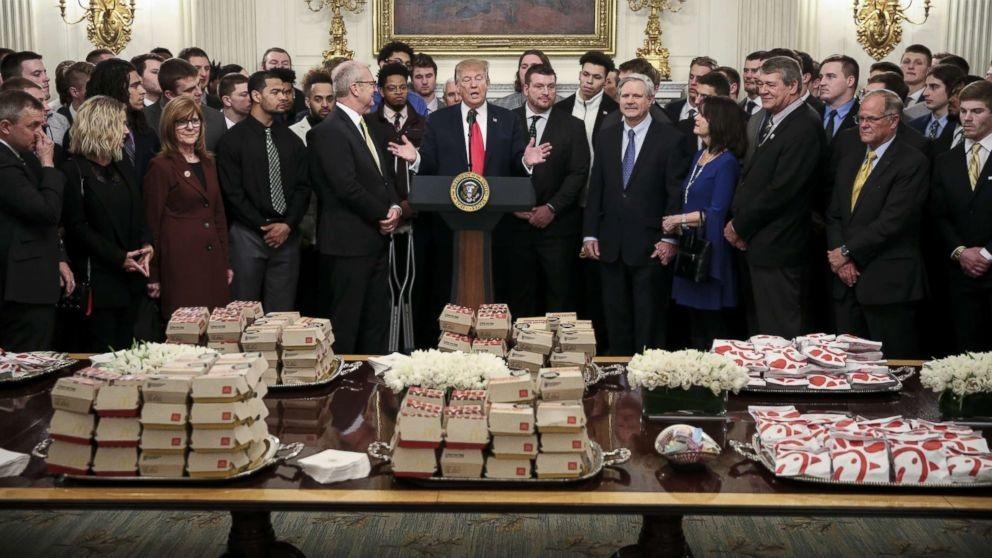 Ông Trump mở tiệc đồ ăn nhanh đãi khách Nhà Trắng