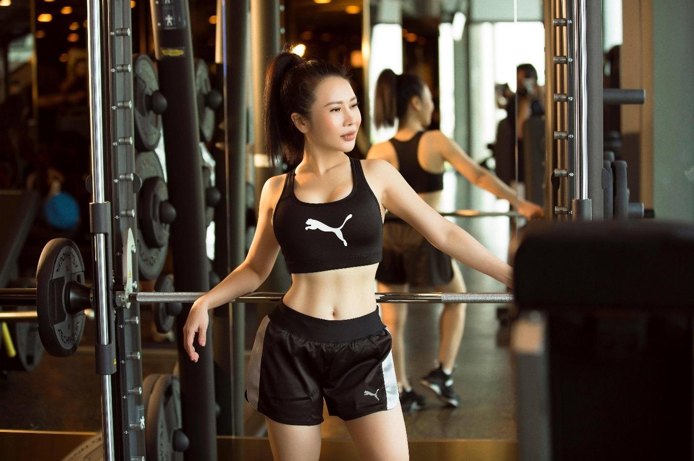 Hoa khôi Lan Phương khoe dáng chuẩn trong phòng gym