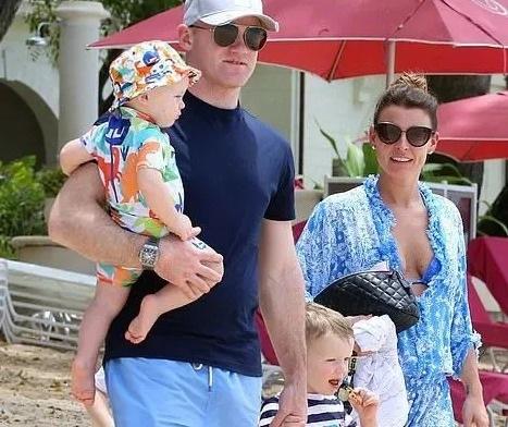 Coleen Rooney tự tin với dáng thon sau khi sinh 4 con