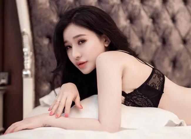 Vợ cũ Hồ Quang Hiếu bất ngờ tung ảnh nóng bỏng sau 4 năm vắng bóng showbiz