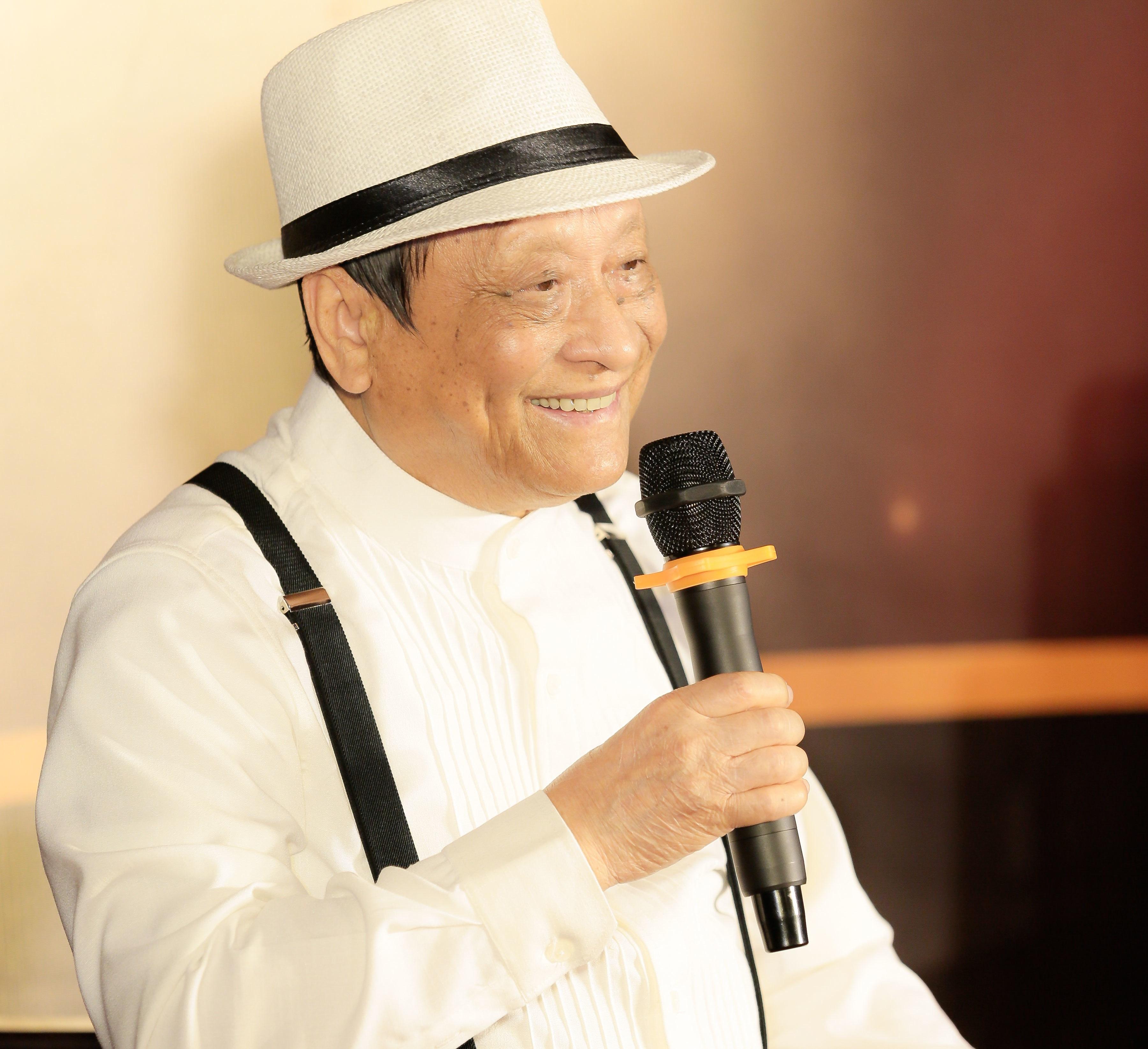 Nhạc sĩ Vĩnh Cát trẻ trung, hóm hỉnh bất ngờ ở tuổi 85