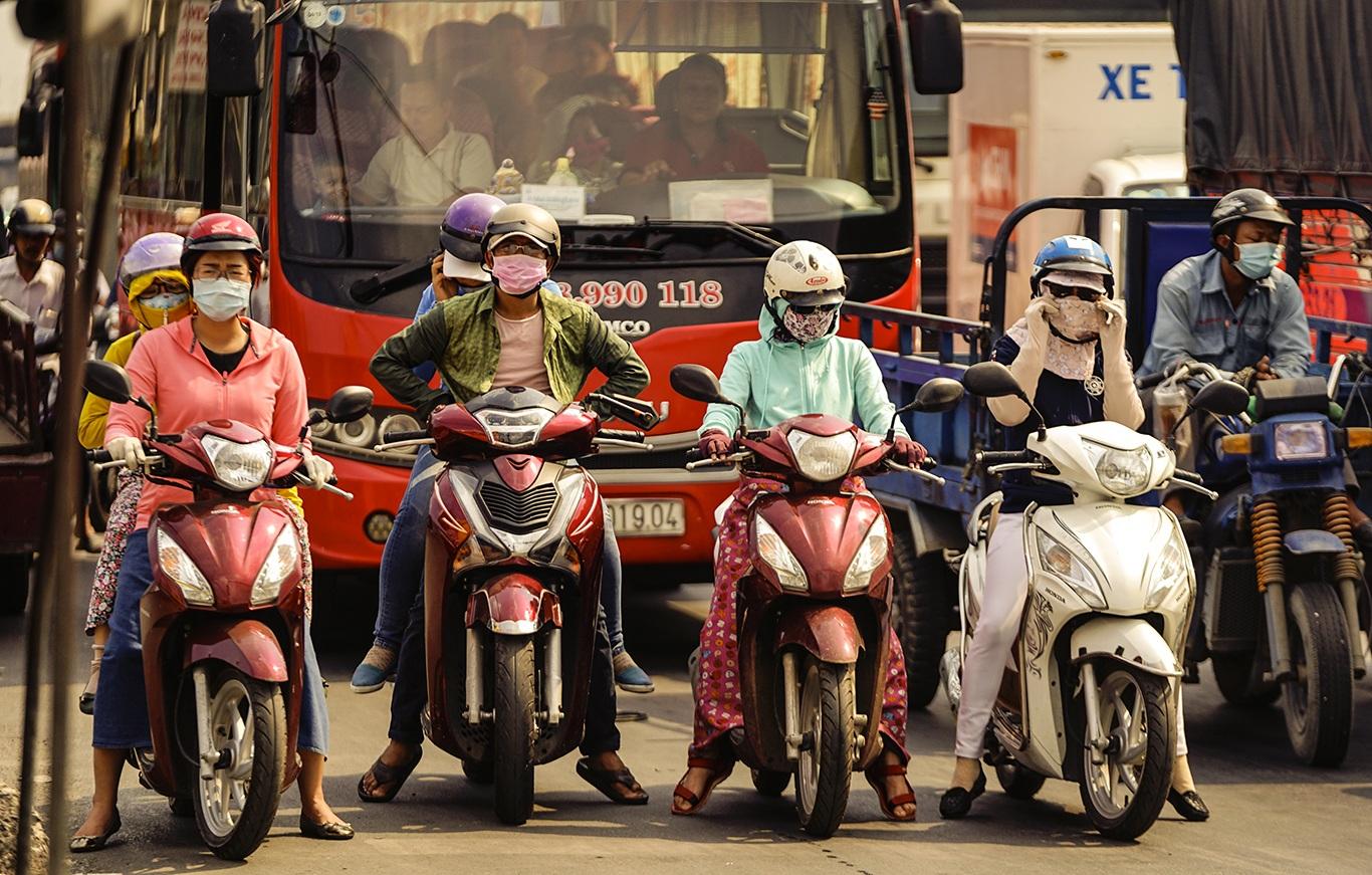 Người Sài Gòn hóa Ninja trong những ngày nắng nóng kinh hoàng - 2