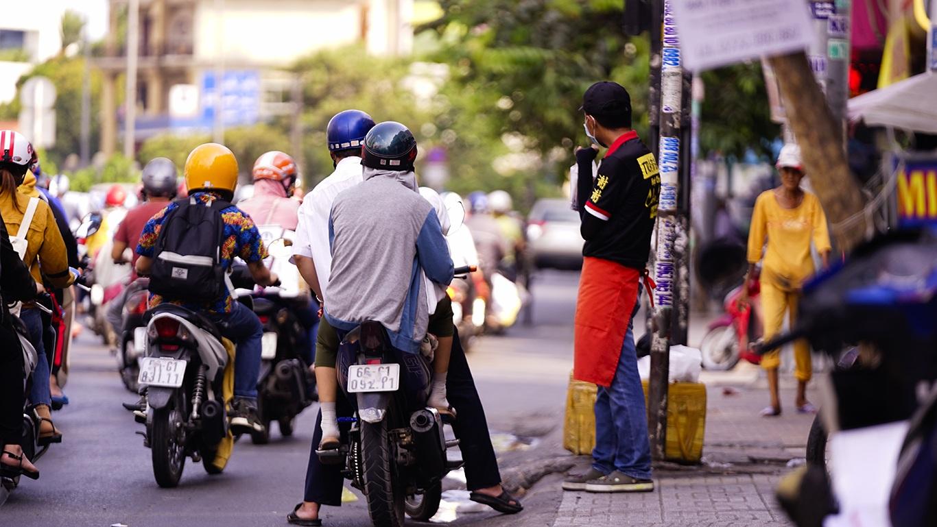 Người Sài Gòn hóa Ninja trong những ngày nắng nóng kinh hoàng - 12