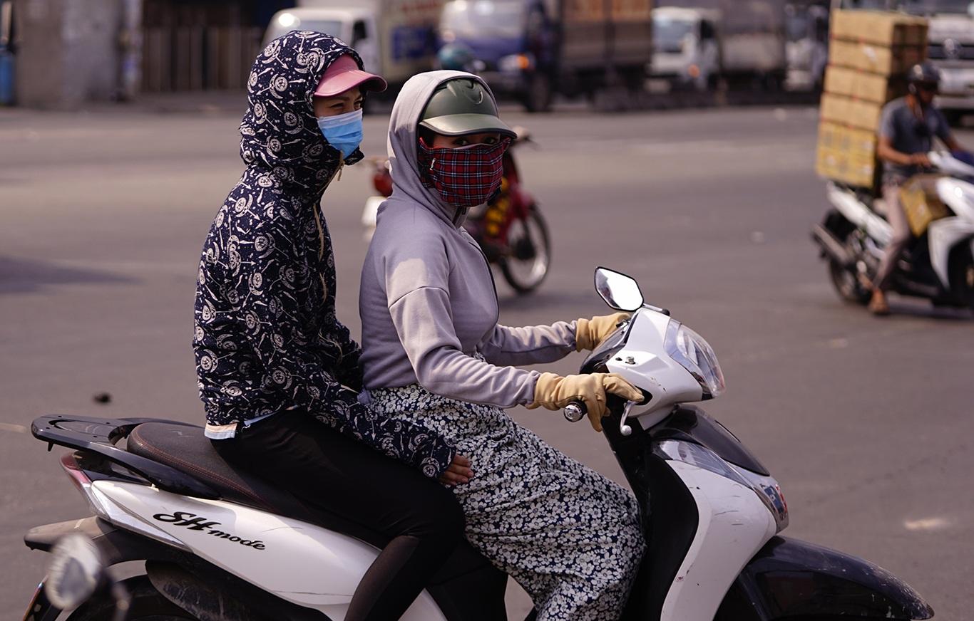 Người Sài Gòn hóa Ninja trong những ngày nắng nóng kinh hoàng - 5