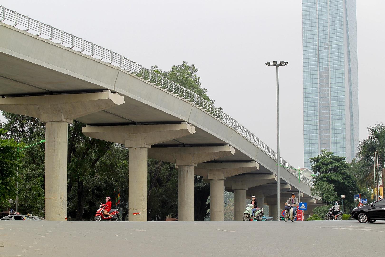 Metro Nhổn - ga Hà Nội thành hình đường trên cao xuyên qua phố phường Thủ đô - 11