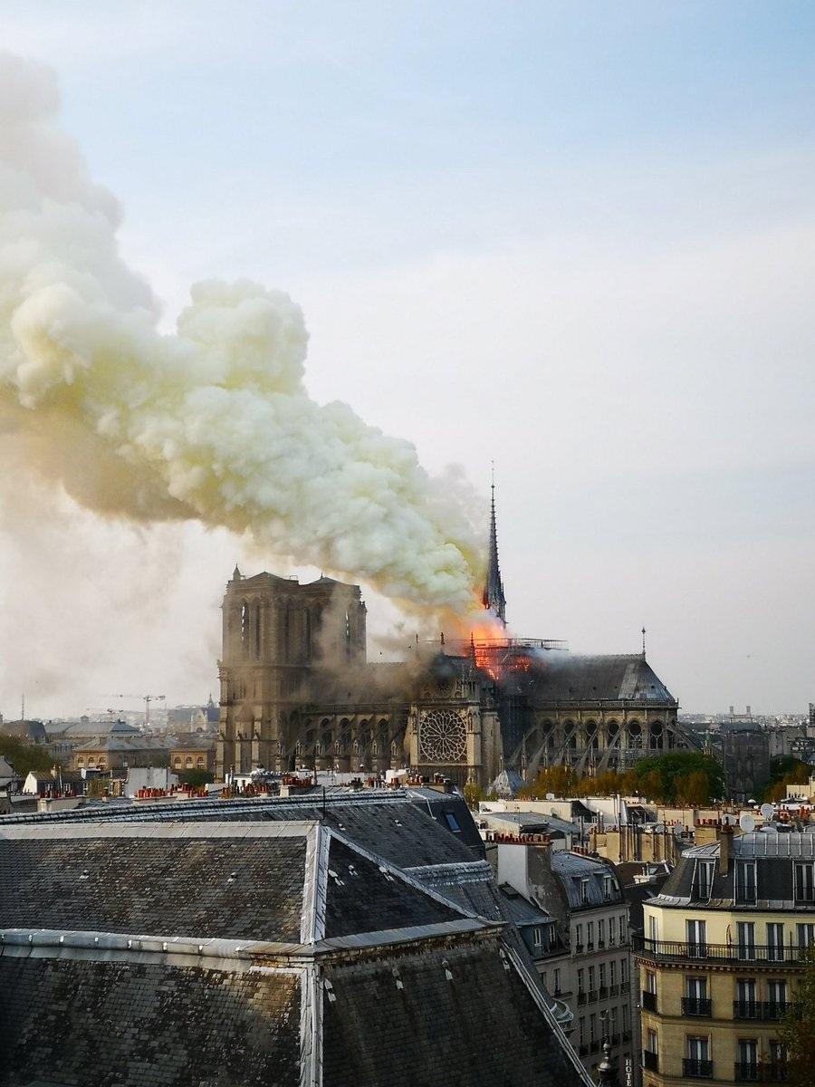 Lãnh đạo thế giới bàng hoàng sau thảm kịch cháy nhà thờ Đức Bà Paris - 2