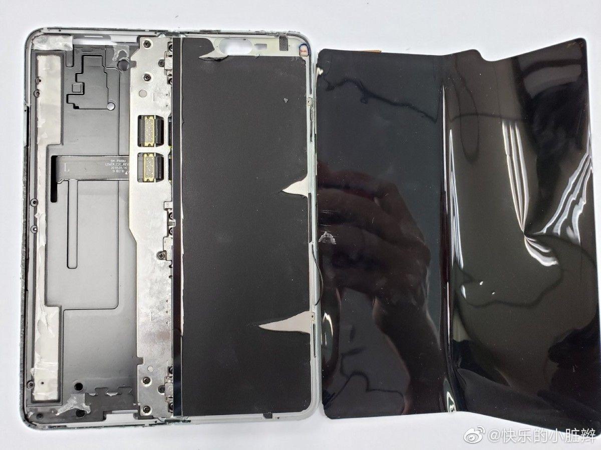 Bên trong siêu phẩm điện thoại gập Galaxy Fold  - 3