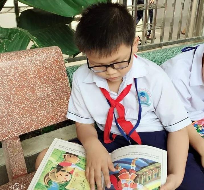 Cô hiệu trưởng làm mọi cách ép học trò đọc sách - 7
