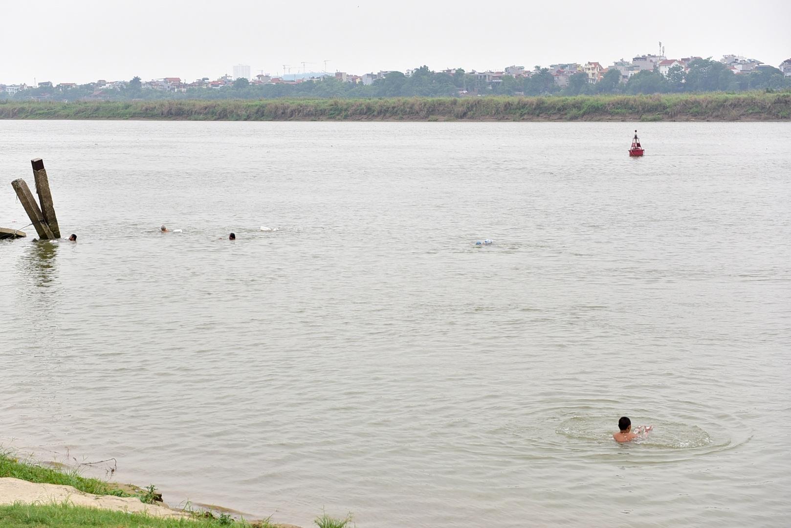 Thú vị sân tập thể hình tự chế miễn phí bên sông Hồng - 19
