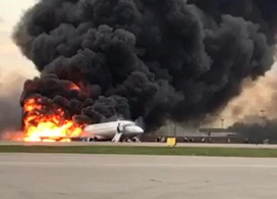 Máy bay Nga nằm trơ khung cháy đen tại hiện trường tai nạn - 1