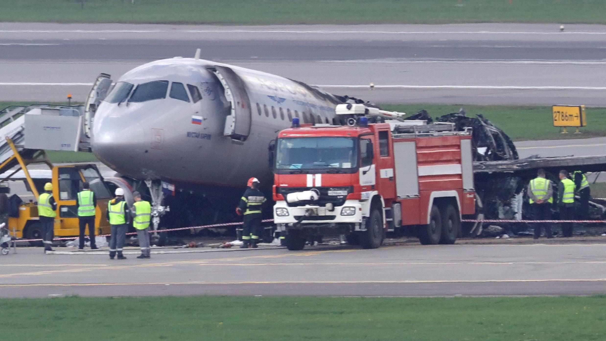 Máy bay Nga nằm trơ khung cháy đen tại hiện trường tai nạn - 13