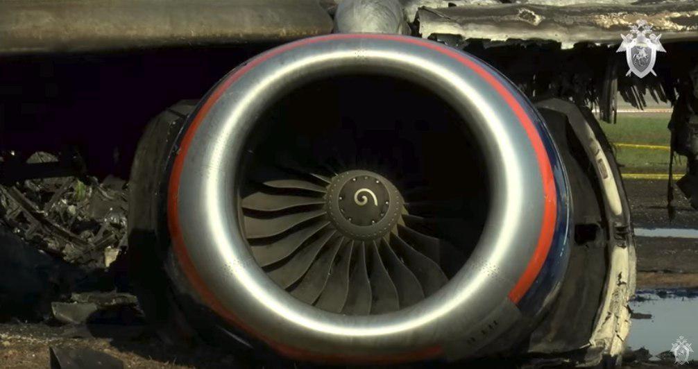 Máy bay Nga nằm trơ khung cháy đen tại hiện trường tai nạn - 7