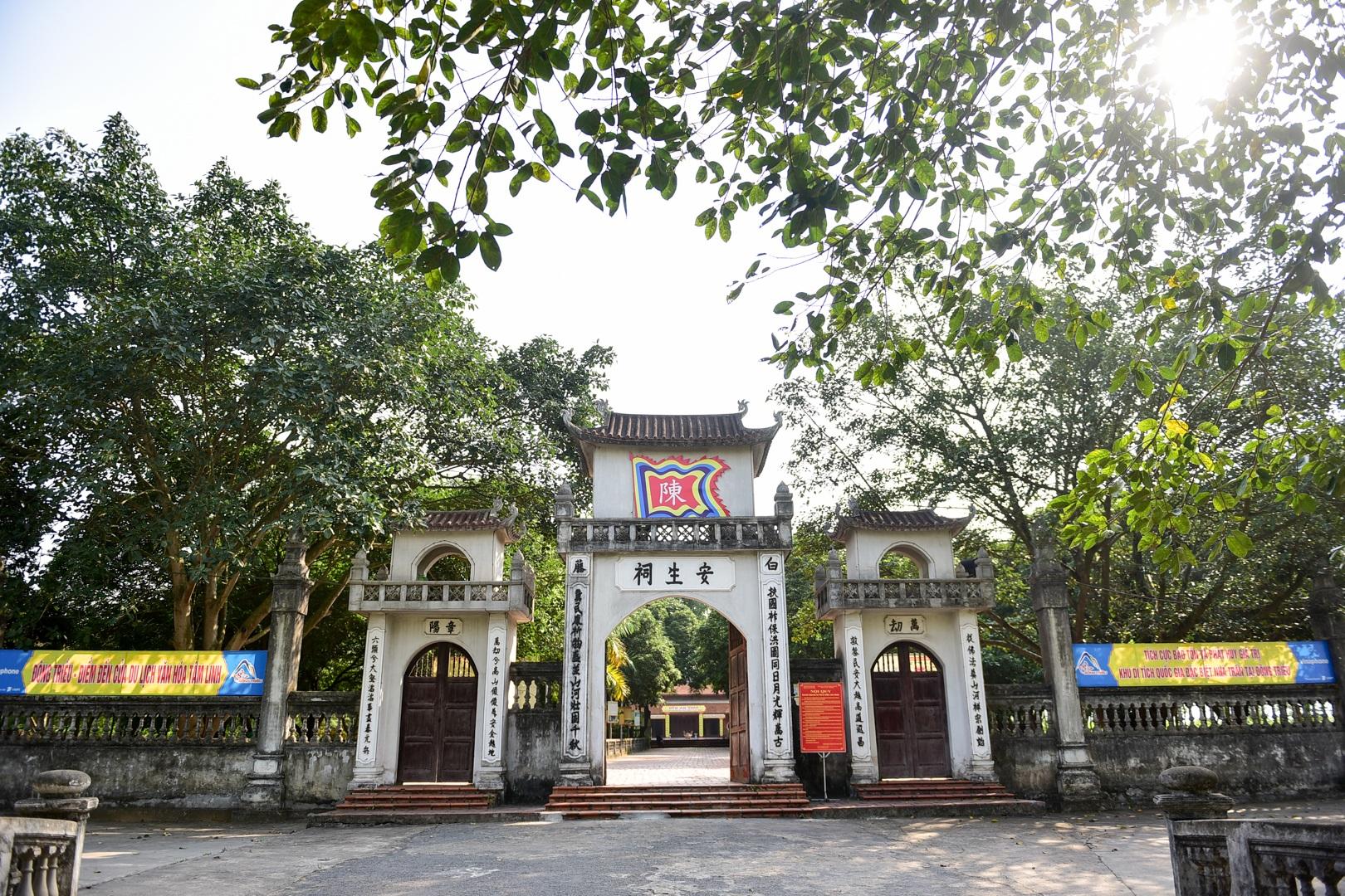 Chiêm ngưỡng ngôi đền 600 năm tuổi thờ 8 vị vua triều Trần - 2
