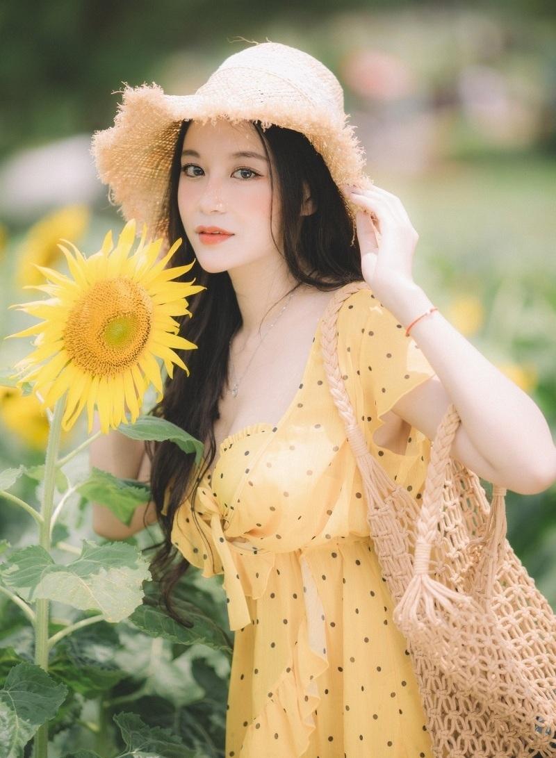 Hot girl ĐH Thương mại với bộ ảnh bên hoa hướng dương ...