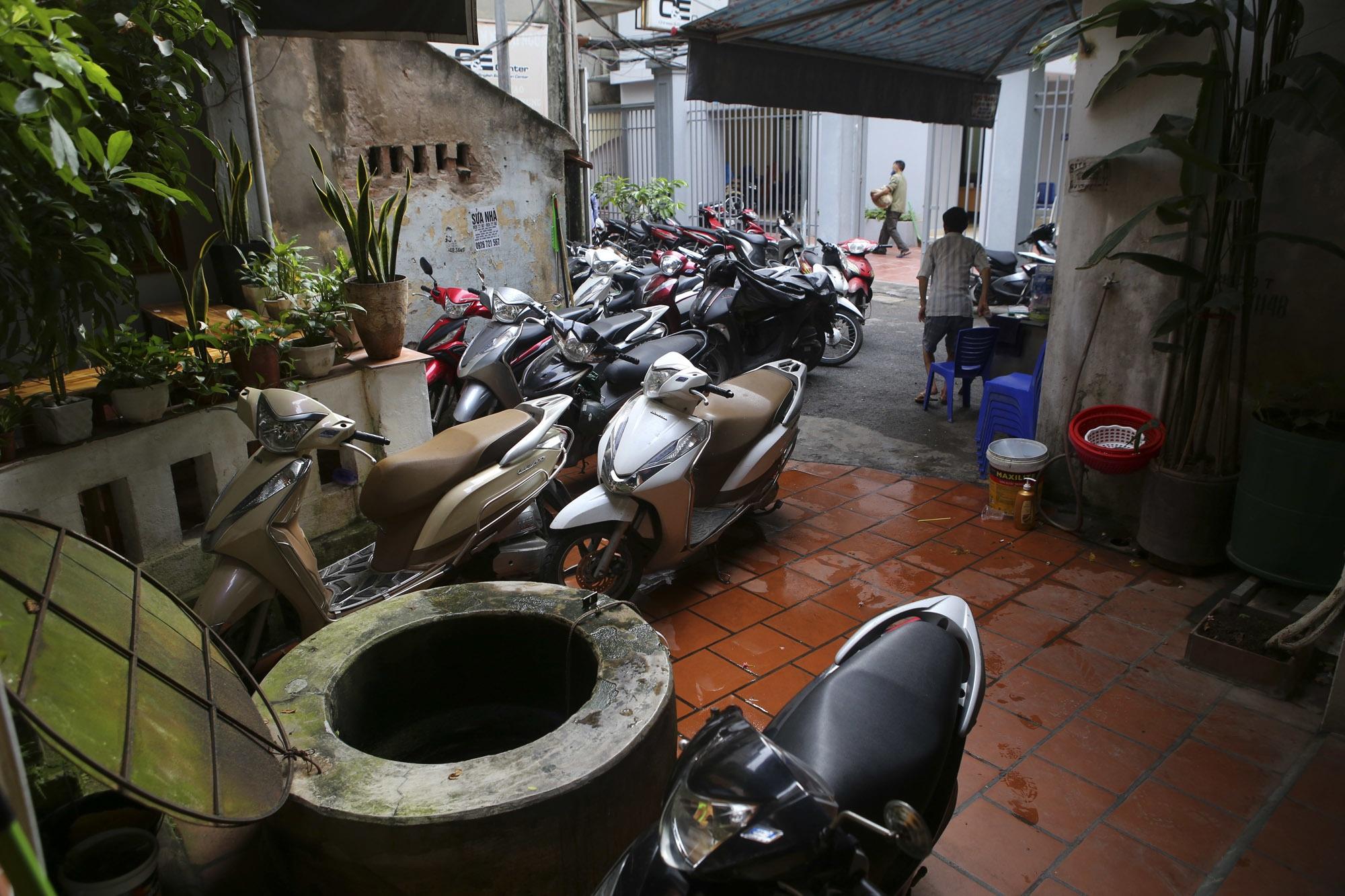 Nhịp sống sôi động trong ngõ siêu nhỏ ở phố cổ Hà Nội - 12