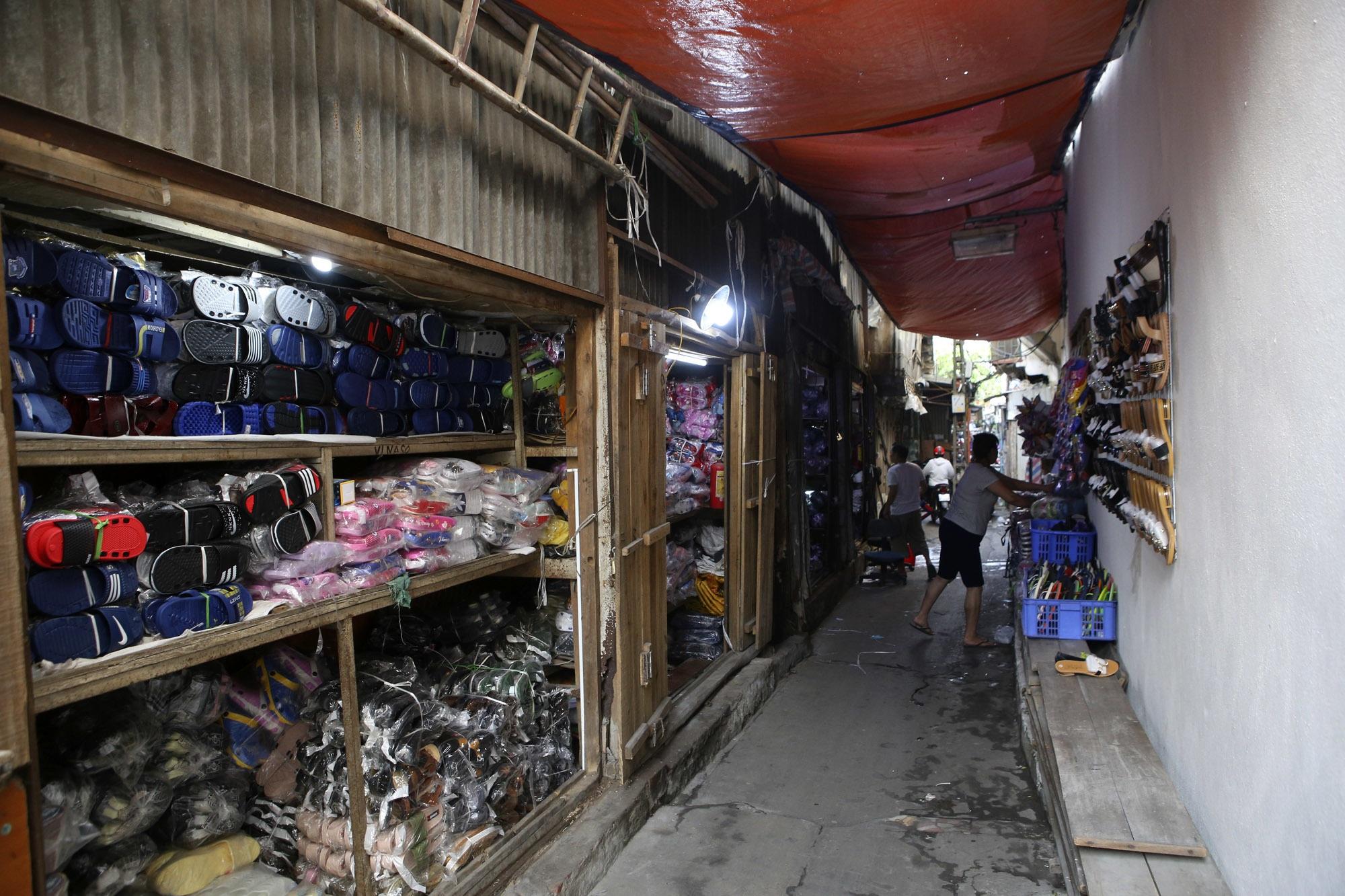 Nhịp sống sôi động trong ngõ siêu nhỏ ở phố cổ Hà Nội - 14