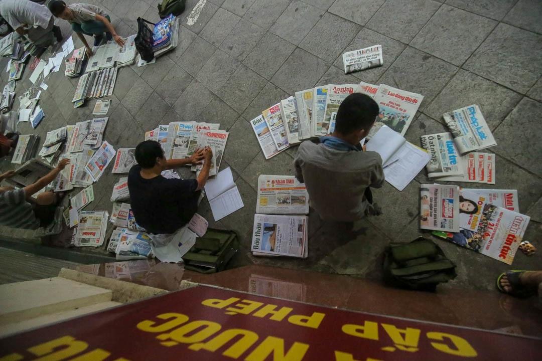 Những người phát hành báo giấy còn sót lại giữa thời đại 4.0 - 10