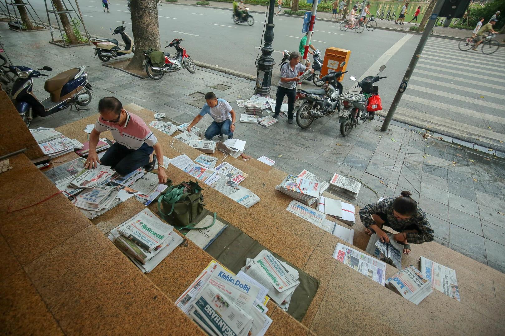 Những người phát hành báo giấy còn sót lại giữa thời đại 4.0 - 8