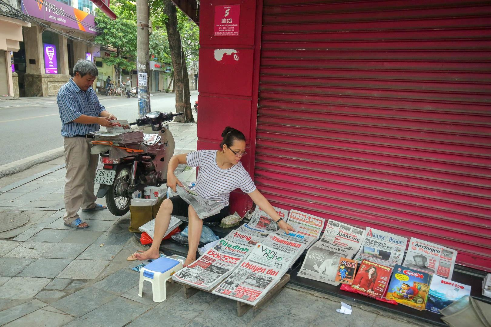 Những người phát hành báo giấy còn sót lại giữa thời đại 4.0 - 17