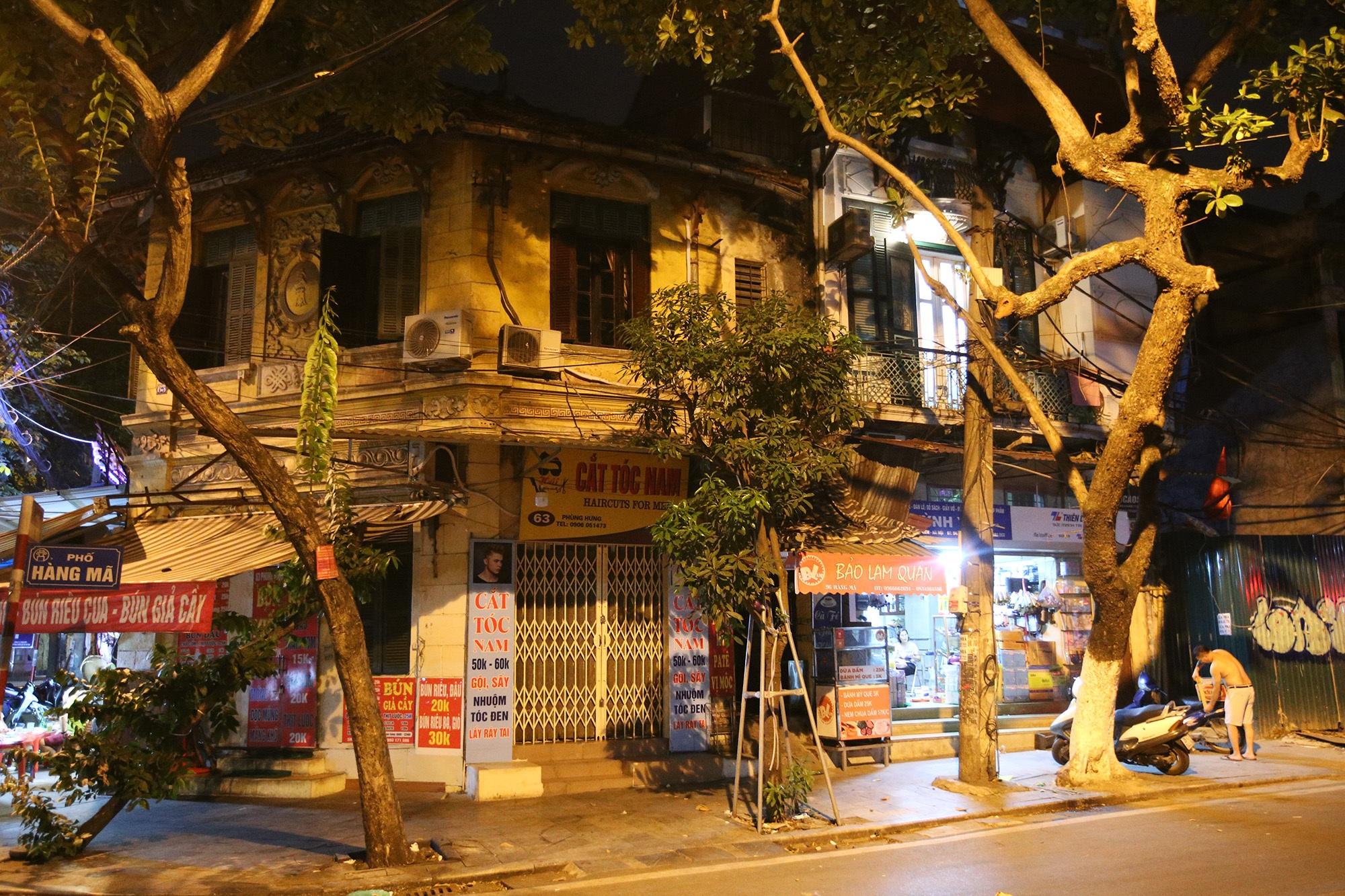 Phố vắng lãng mạn trong đêm ở Hà Nội - 10