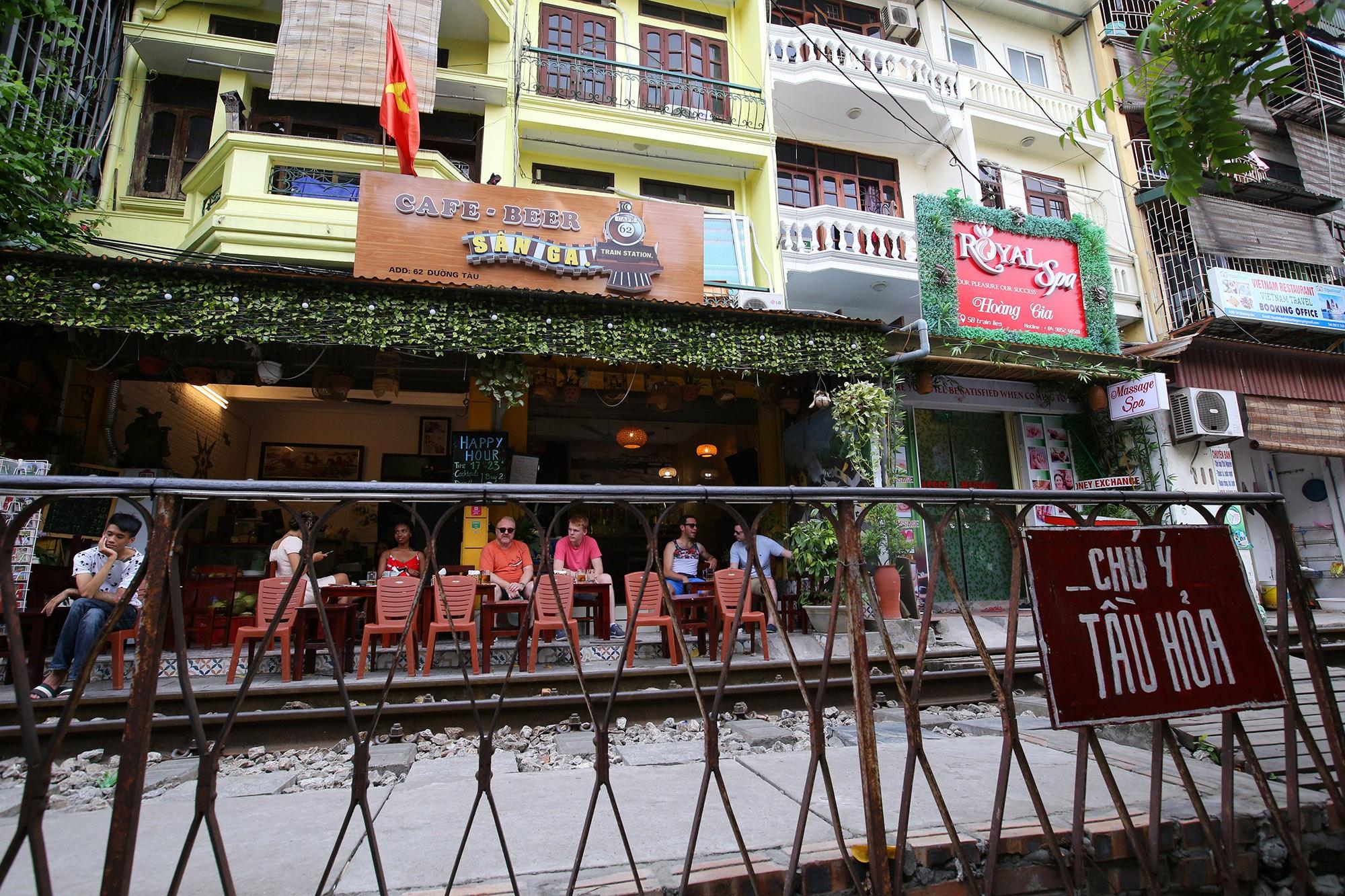 Xóm đường tàu lên đời thành điểm du lịch hấp dẫn ở Hà Nội - 4