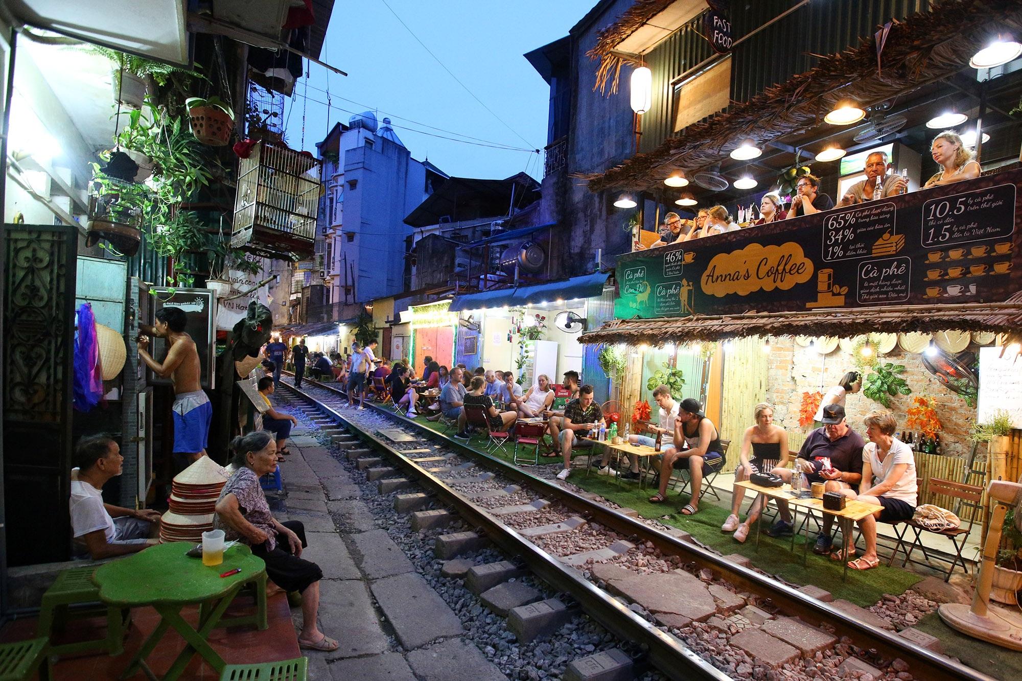 Xóm đường tàu lên đời thành điểm du lịch hấp dẫn ở Hà Nội - 7