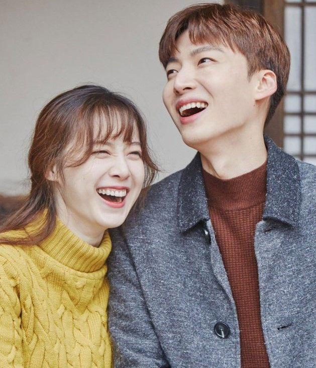 """Goo Hye Sun chia tay """"chồng trẻ"""""""