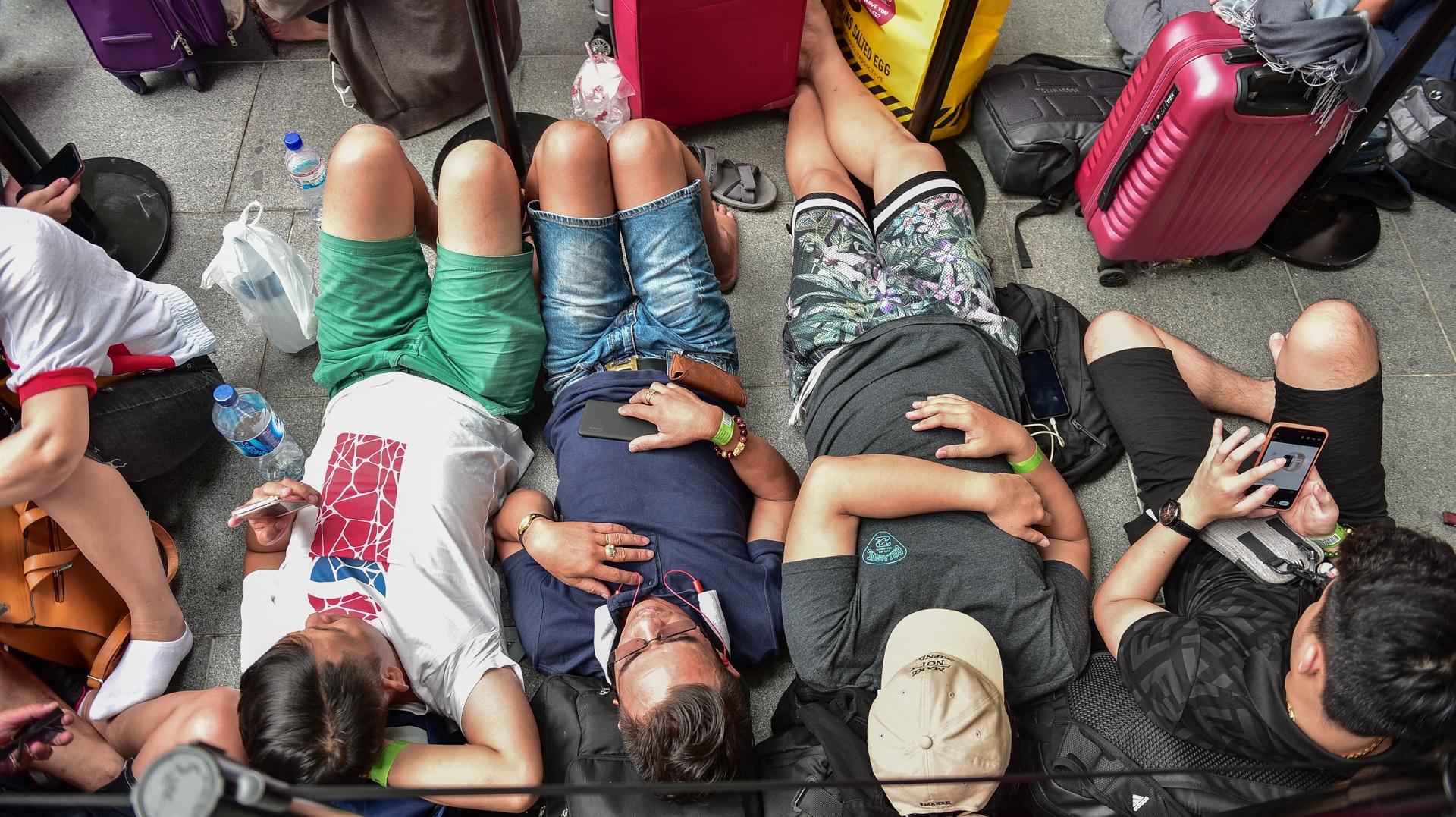 Tường thuật từ Singapore: Cả ngàn người ăn chực nằm chờ iPhone 11 - 2