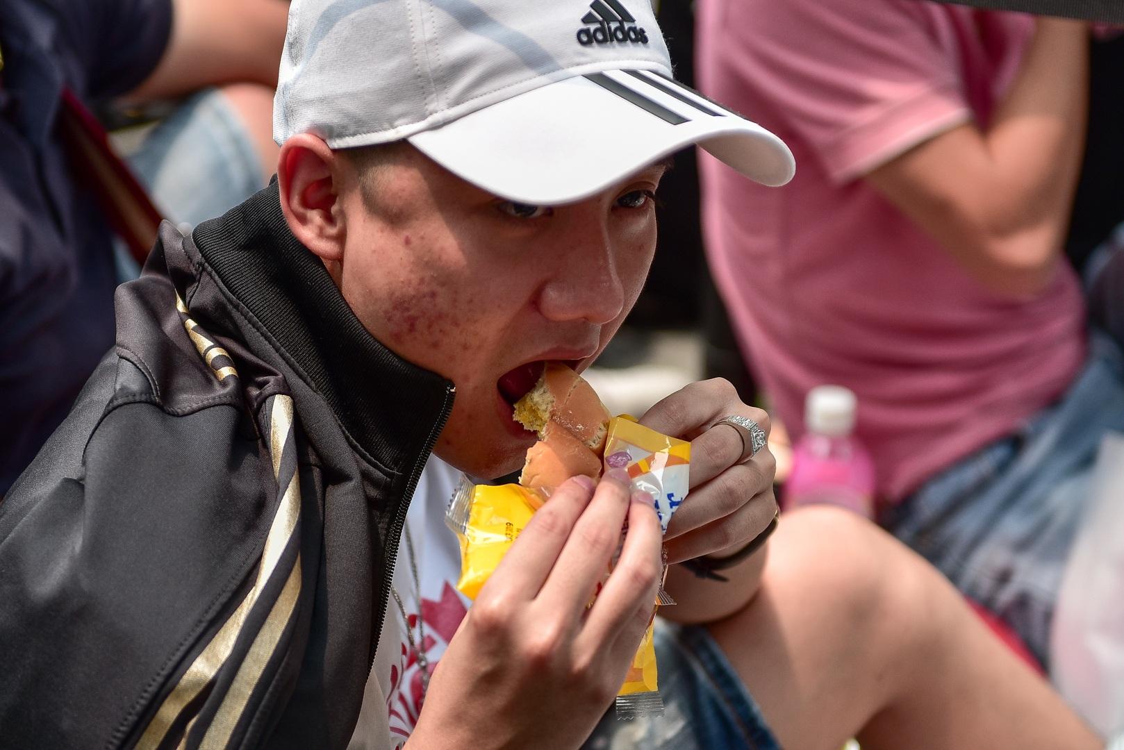Tường thuật từ Singapore: Cả ngàn người ăn chực nằm chờ iPhone 11 - 11