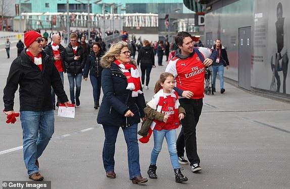 Cổ động viên tới Emirates xem trận derby London