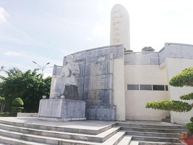 Khu lưu niệm Nghệ thuật Đờn ca tài tử và nhạc sĩ Cao Văn Lầu- một điểm du lịch nổi bật của tỉnh Bạc Liêu.