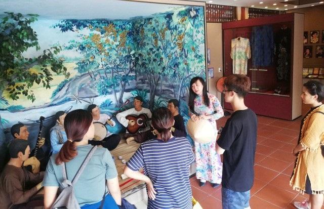 Du khách đến tham quan du lịch tại tỉnh Bạc Liêu.