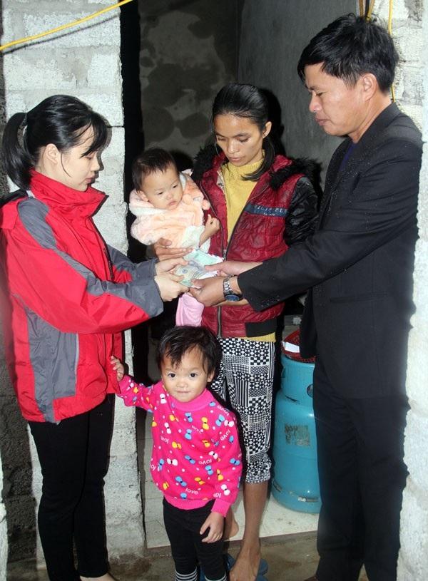 Thêm nhiều tấm lòng đến san sẻ với mẹ con chị Liên những ngày qua.