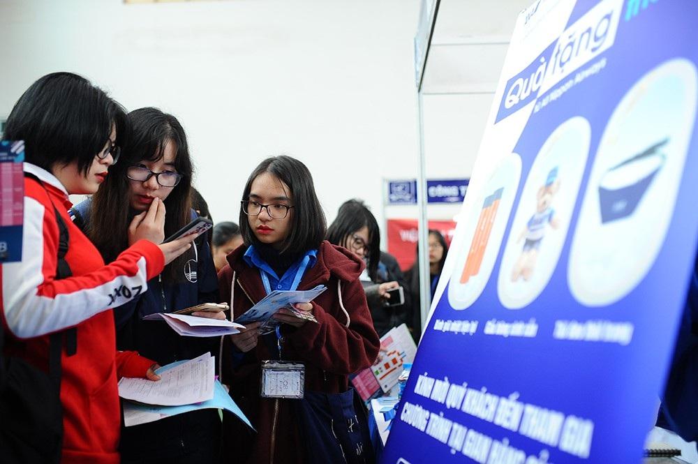 Gần 1000 việc làm trong ngày hội tuyển dụng ở ĐHQG Hà Nội - Ảnh 2.