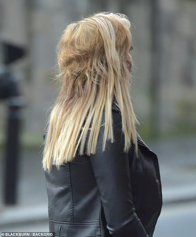 Mái tóc hỏng đáng sợ của Chloe Ferry - Ảnh 2.