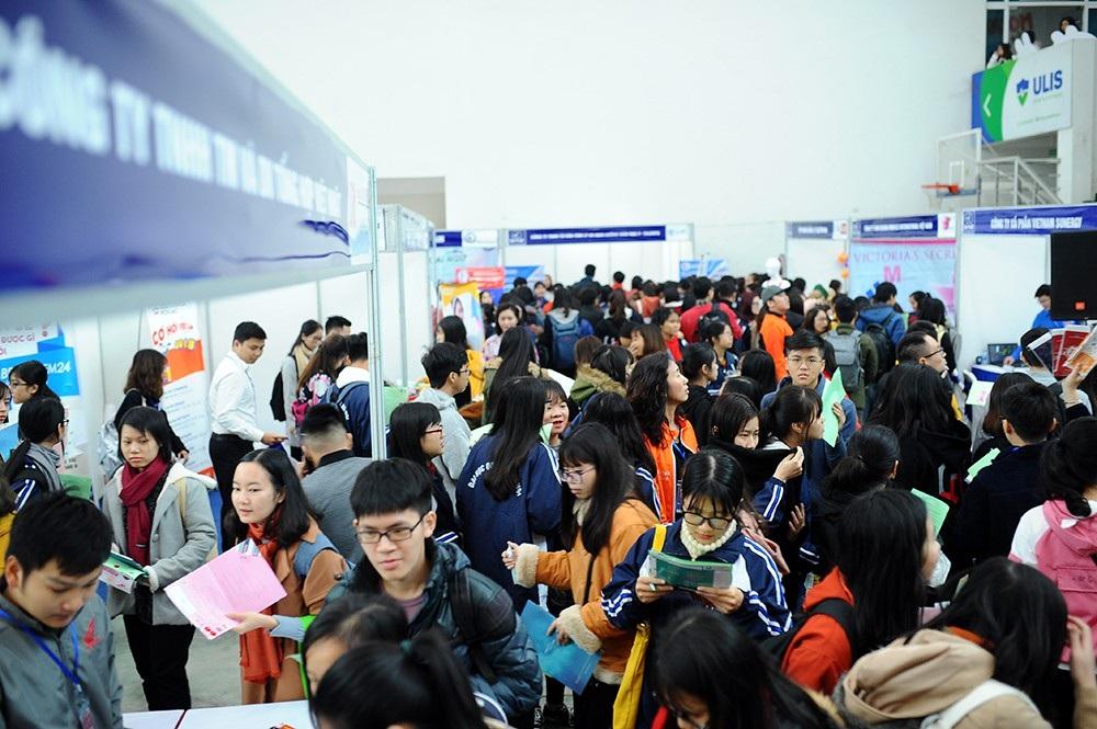 Gần 1000 việc làm trong ngày hội tuyển dụng ở ĐHQG Hà Nội - Ảnh 1.