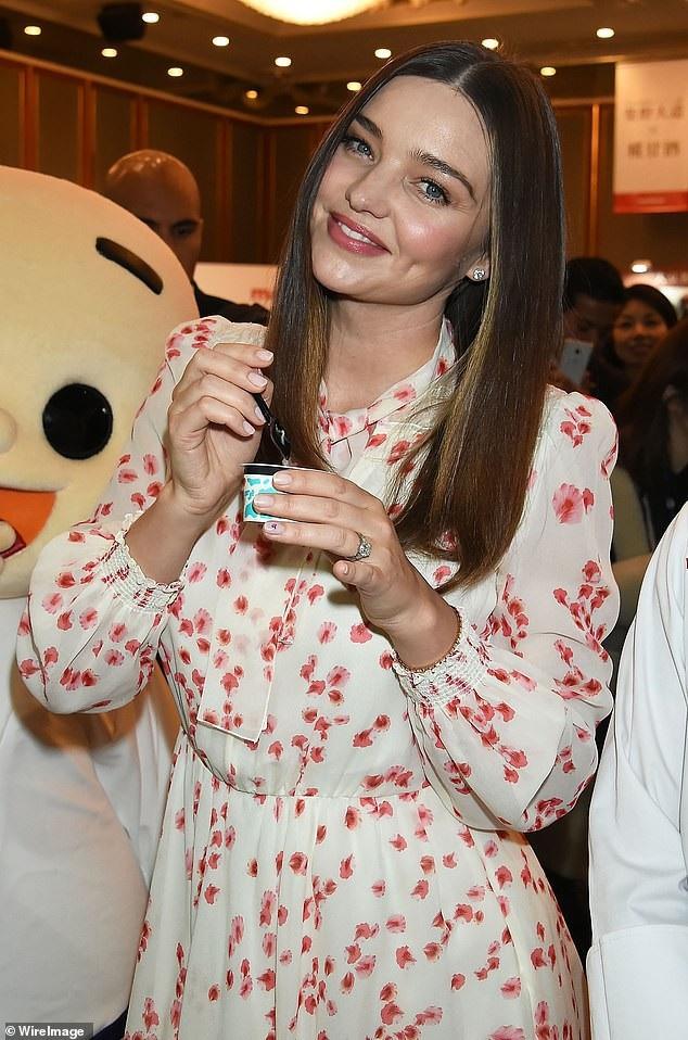 Miranda Kerr xinh đẹp với kimono - Ảnh 7.