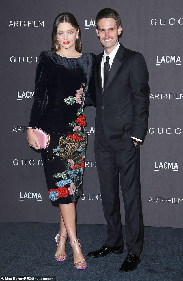 Miranda Kerr xinh đẹp với kimono - Ảnh 8.