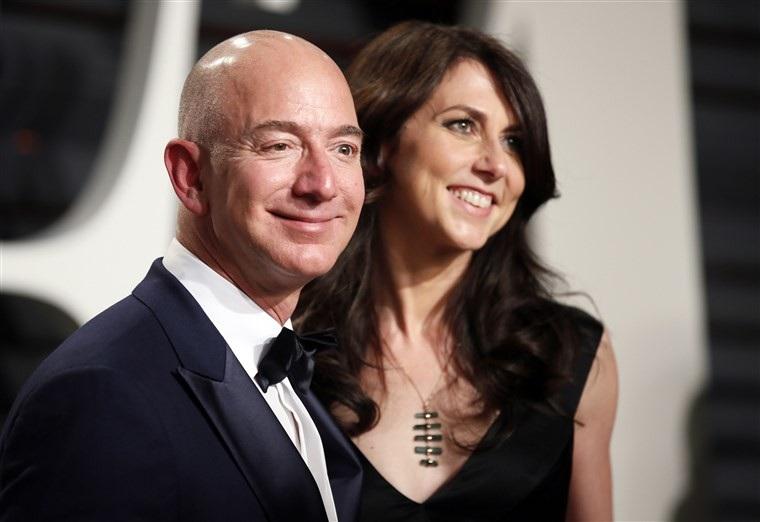 Cuộc hôn nhân đổ vỡ của CEO Jeff Bezos ảnh hưởng thế nào tới Amazon? - Ảnh 2.