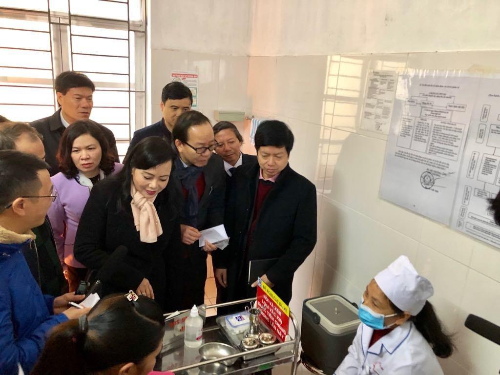 Bộ trưởng Công thương Trần Tuấn Anh nể trình độ bác sĩ Việt - Ảnh 1.