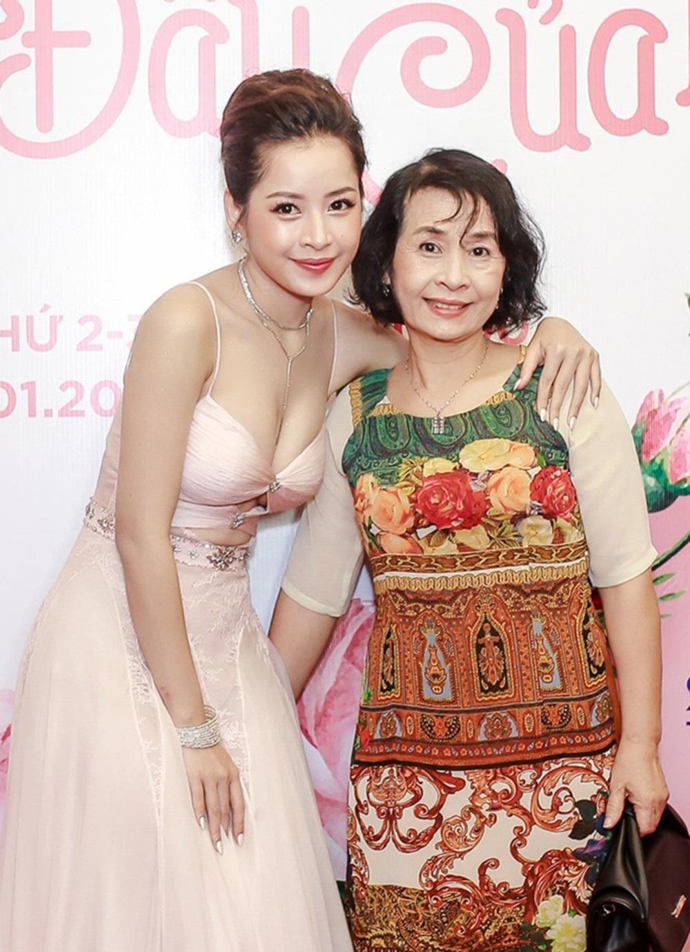 """Chi Pu và Ninh Dương Lan Ngọc gọi nhau """"vợ - chồng"""", không ngại thể hiện tình cảm trước đám đông - Ảnh 5."""