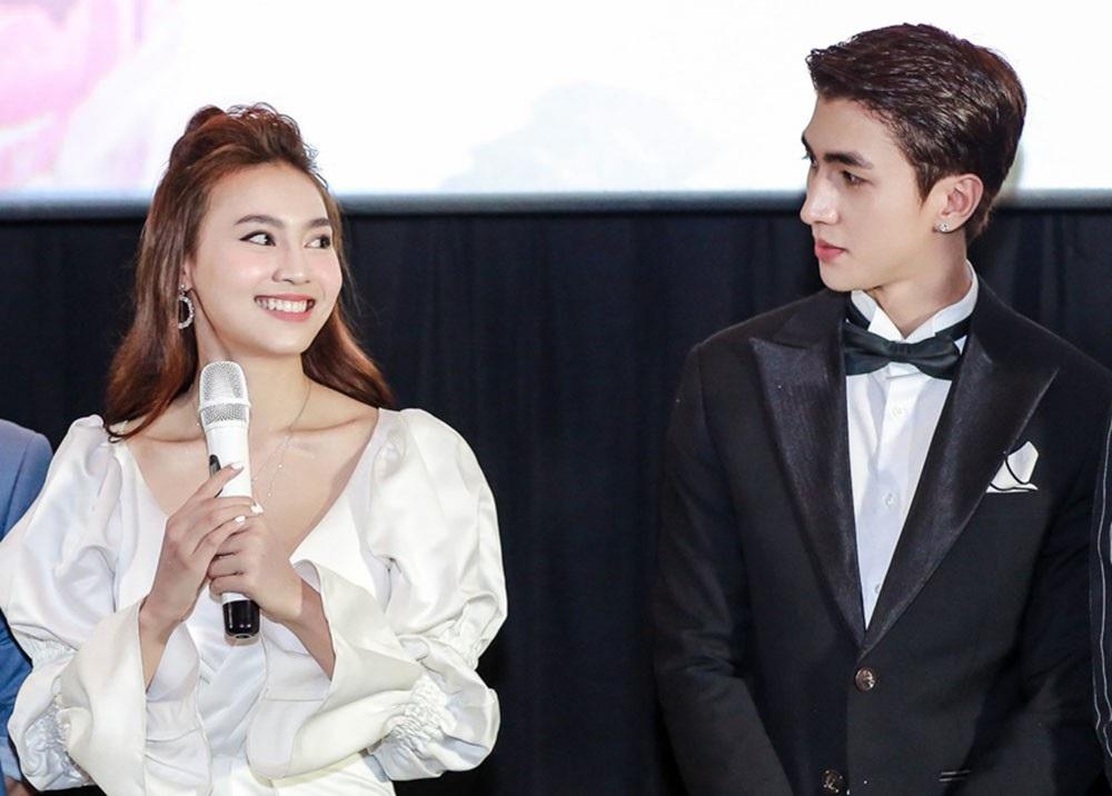"""Chi Pu và Ninh Dương Lan Ngọc gọi nhau """"vợ - chồng"""", không ngại thể hiện tình cảm trước đám đông - Ảnh 9."""